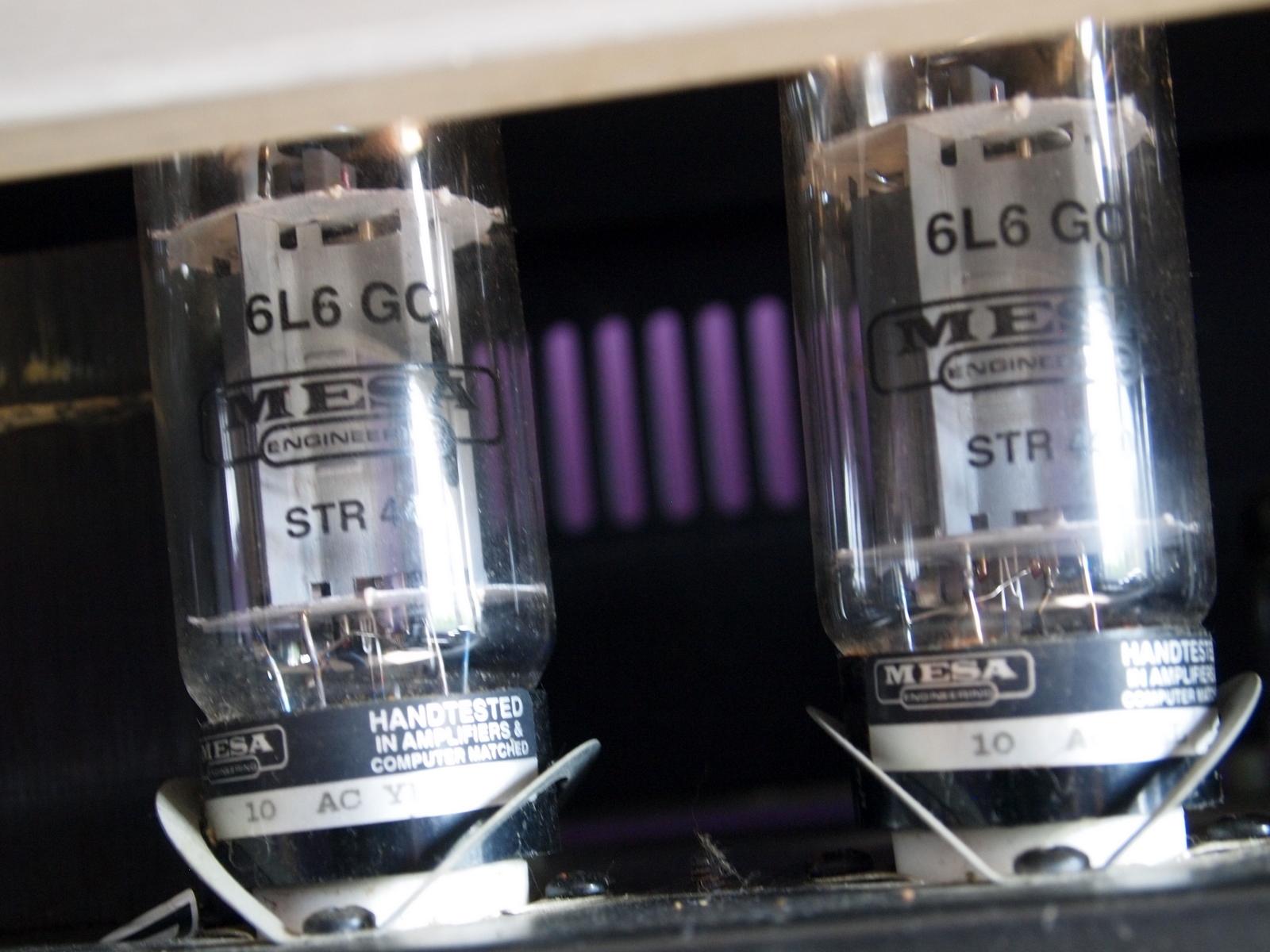 схема соединения лампы и двух переключателей с подписью
